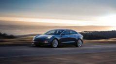 На дорогах США заметили двухмоторный седан Tesla Model 3