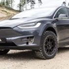 Tesla Model X подготовили к бездорожью