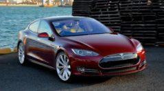 Сотрудник Tesla замечен спящим за рулём Tesla Model S
